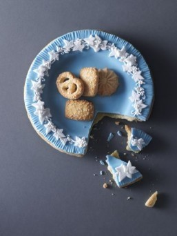 Wedgwood china cake replica ©Food styling by Kim Morphew, prop styling by Lydia Brun, photography by Maja Smend